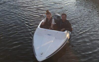 Kidmaster Miami Vice båt med Tohatsu 18hk SÅLD
