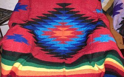 Nya handgjorda filtar med starka i rött från Mexico! 399:-/st (Fl 11)